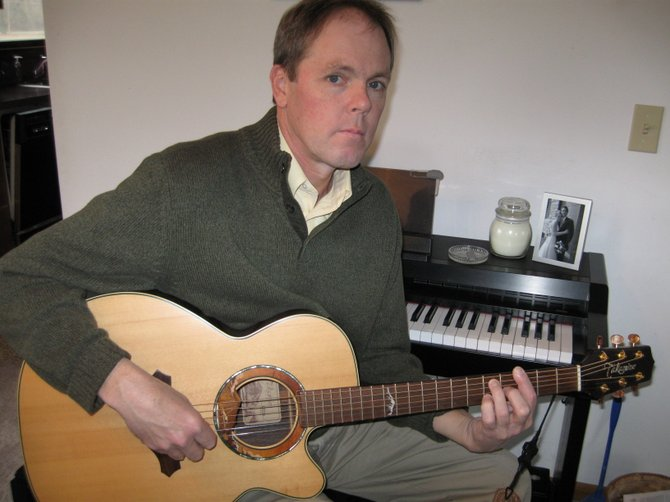 Dennis Shortslef will perform March 10 at the Hillview Community Church Coffeehouse in Baldwinsville.