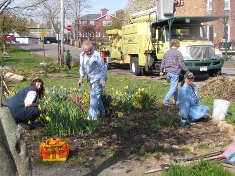 Bartlett Tree Service and the Baldwinsville Women's Garden Club teamed up again on Saturday, April 14, to clean up Canal Park in Baldwinsville. The two organizations have been working together for years trimming trees, weeding gardens and cleaning up brush in the park.