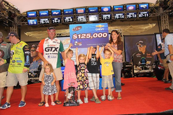 FLW Tournament winner David Dudley poses with his family after taking home the $125,000 first prize last weekend.
