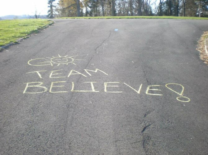 A handwritten note cheers on runners for Team Believe, which raises money for several local charities.