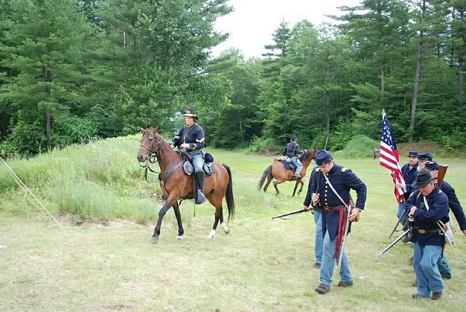 Re-enactors from the 118th New York Volunteer Infantry