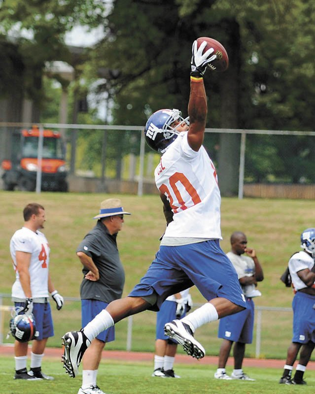 Wide receiver Victor Cruz makes a one-handed grab during the first day of New York Giants training camp July 27 at the University at Albany.