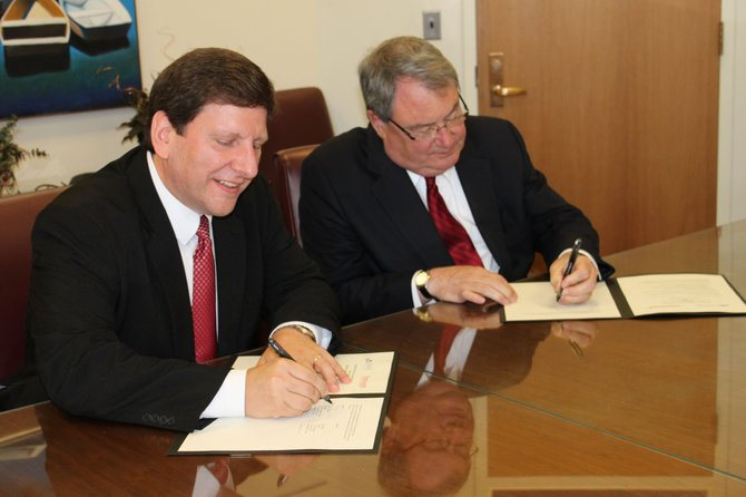 CCC President John Jablonski (left) and Plattsburgh State President John Ettling signing the new agreement.