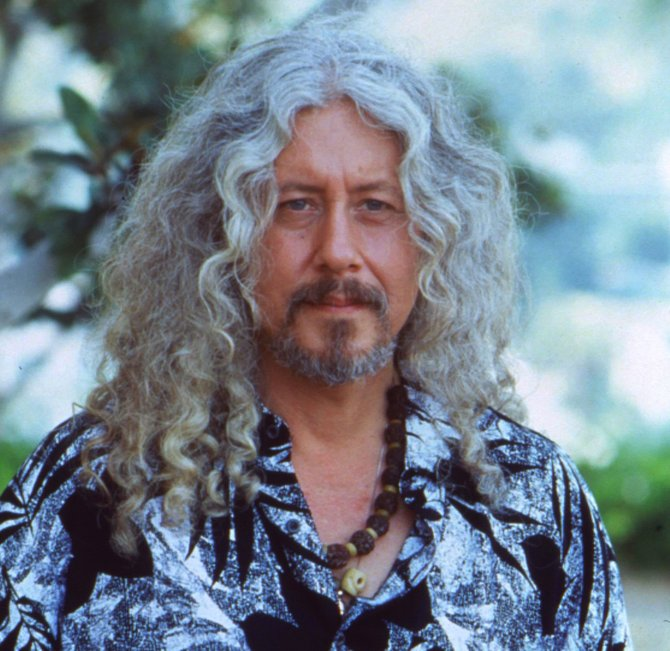 Folk-rock musician Arlo Guthrie will honor the music of his lfather on the centennial of Woody Guthrie's birth at the Paramount Theatre on Sunday, Nov. 11, at 6 p.m.