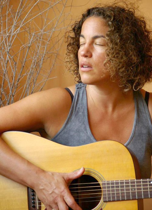 Solo artist Cielle will perform at Creekside Books & Coffee this Friday, Dec. 7