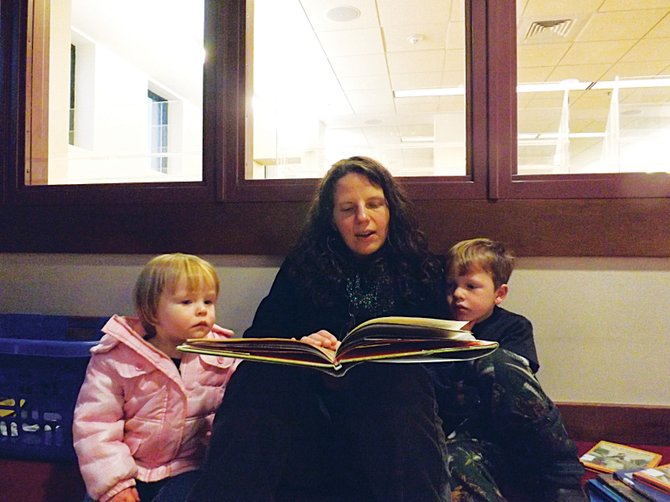 Martha Petteys reads to her children Sam and Lily