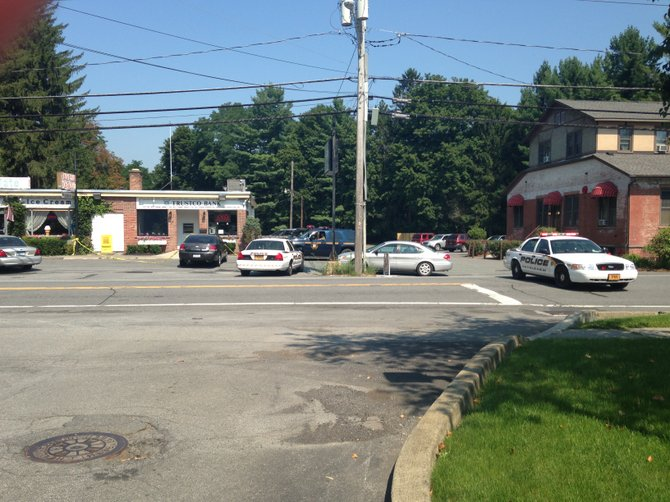 Police have responded in force to New Scotland Road in Slingerlands and are conducting an investigation that appears to focus on the Trustco Bank there.